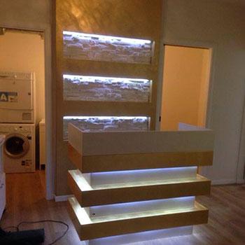 Mobile a muro  con mensole interne illuminate a led